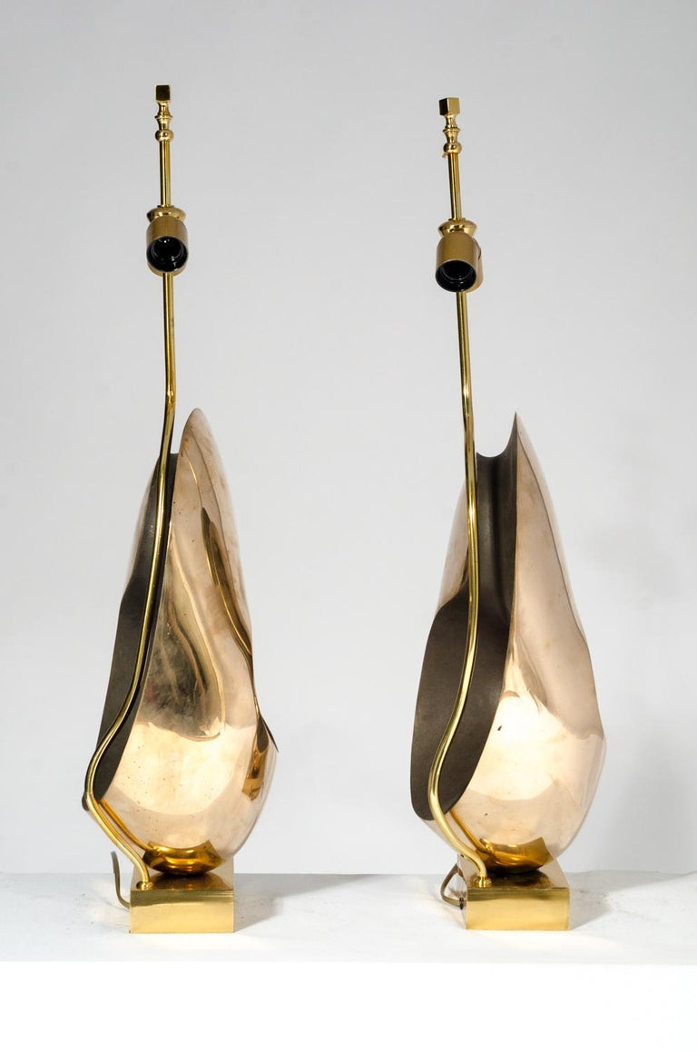 Mid-Century Modern Pair of Table Lamps in sculptural Bronze. For Sale