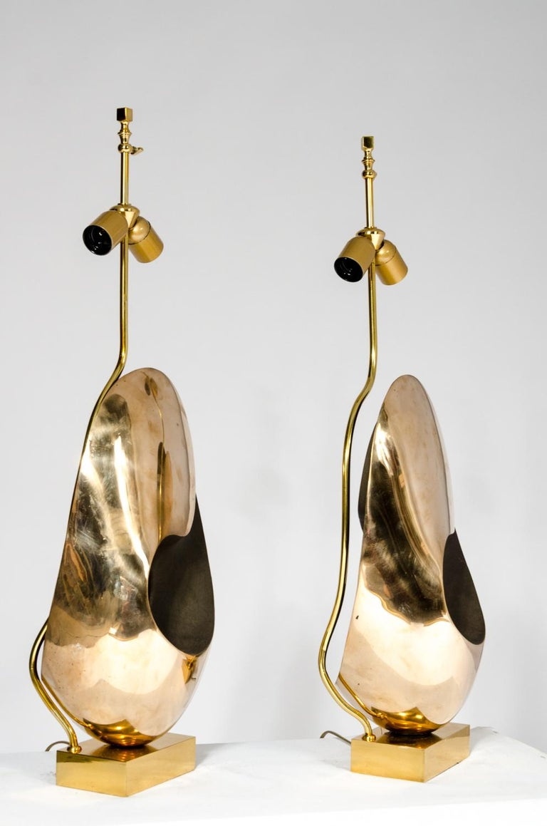 Belgian Pair of Table Lamps in sculptural Bronze. For Sale