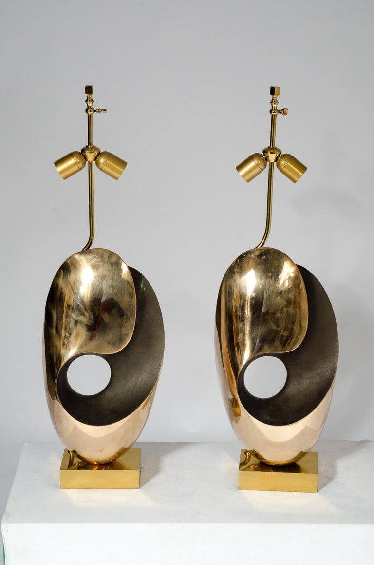 Pair of Table Lamps in sculptural Bronze. In Good Condition For Sale In Brussels, BE