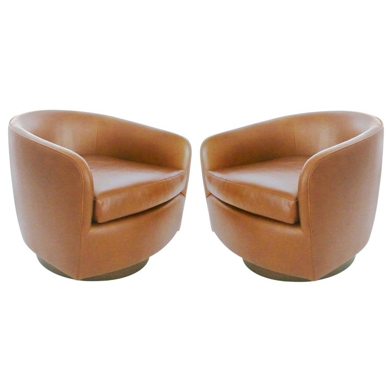 Pair of Tan Tilt Swivel Club Lounge Chairs by Milo Baughman For Sale
