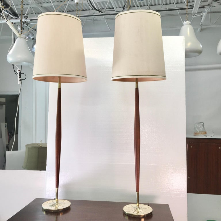 Mid-Century Modern Pair of Tapered Walnut and Brass Floor Lamps by Stiffel For Sale
