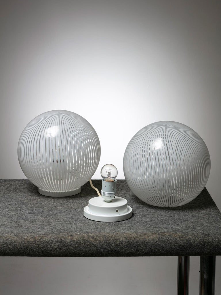 Set of two table lamps Tessuto by Venini. This lamp gives a sophisticated atmosphere with pure and simple materials and techniques.