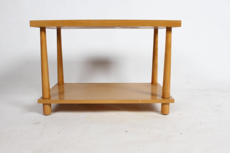 Pair of T.H. Robsjohn-Gibbings for Widdicomb Reverse Tapered Legs End Tables For Sale 3