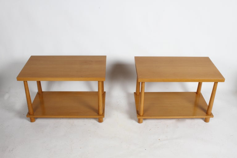Mid-Century Modern Pair of T.H. Robsjohn-Gibbings for Widdicomb Reverse Tapered Legs End Tables For Sale