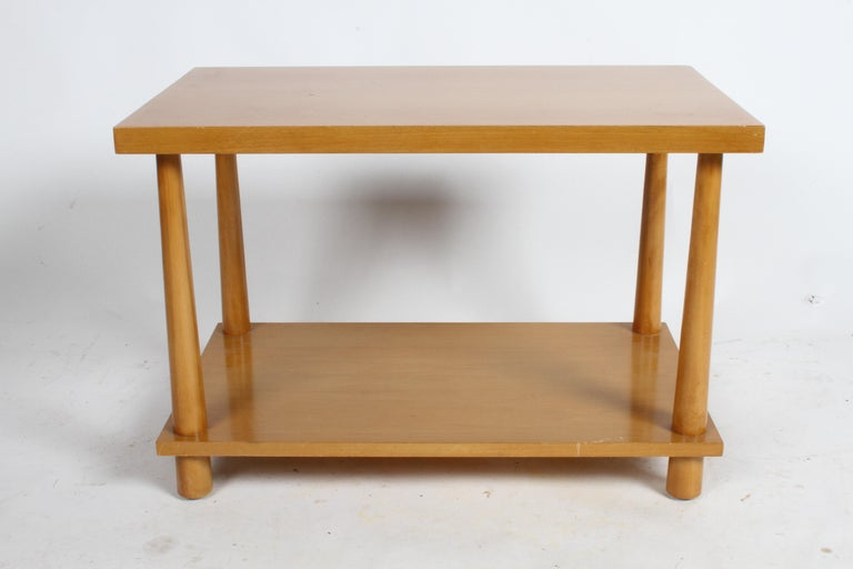 Pair of T.H. Robsjohn-Gibbings for Widdicomb Reverse Tapered Legs End Tables In Good Condition For Sale In St. Louis, MO