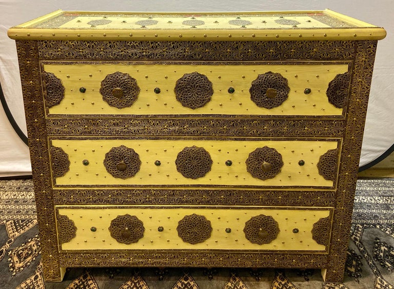 Three-Drawer Commodes, Chests or Nightstands in Hollywood Regency Style, a Pair  In Good Condition For Sale In Stamford, CT