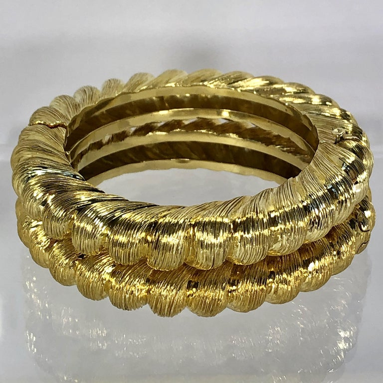 Pair of Tiffany & Co. Gold Rope Design Bangle Bracelets In Good Condition For Sale In Palm Beach, FL