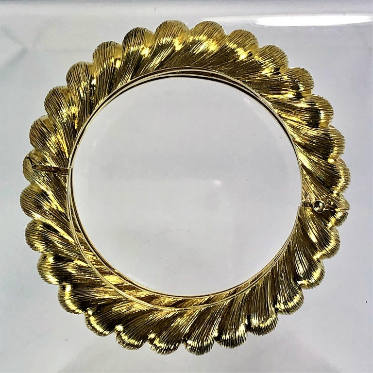 Pair of Tiffany & Co. Gold Rope Design Bangle Bracelets For Sale 1