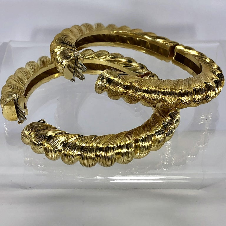 Pair of Tiffany & Co. Gold Rope Design Bangle Bracelets For Sale 2