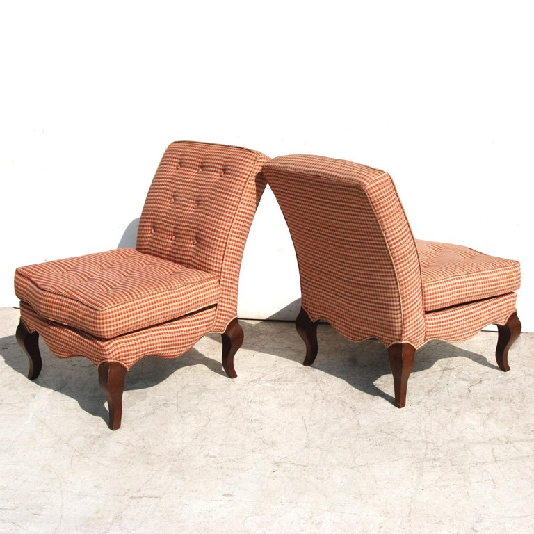 Pair of Traditional Queen Anne Slipper Chairs In Good Condition For Sale In Pasadena, TX