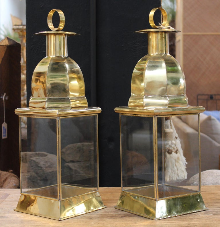 Pair of Traditional Spanish Rectangular Brass Lamps with Glass In Good Condition For Sale In Malaga, ES