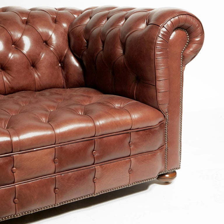 Pair of Traditionally Designed Large Chesterfield Leather Sofas In Excellent Condition For Sale In London, GB