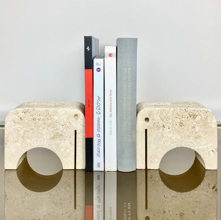 Pair of Travertine Bookends Elephant Sculpture by Fratelli Mannelli, Italy 1970s In Good Condition For Sale In Rome, IT