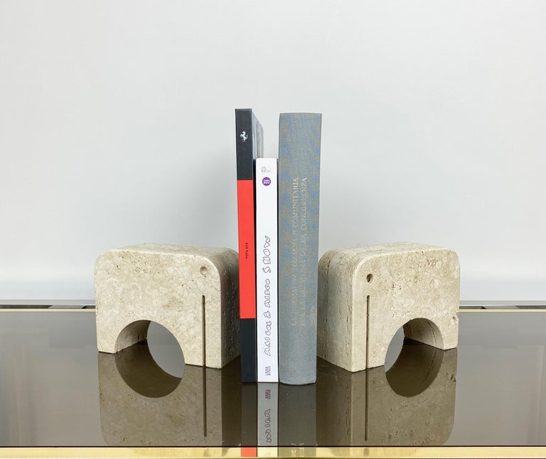 Late 20th Century Pair of Travertine Bookends Elephant Sculpture by Fratelli Mannelli, Italy 1970s For Sale