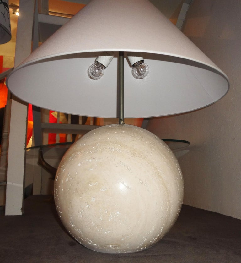Pair of Travertine Marble Bowl Table Lamps, Studio Angeletti, Italy, 1970s In Good Condition For Sale In Paris, FR