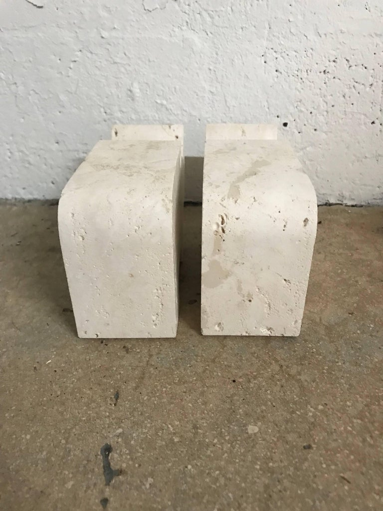 Pair of Italian Modern Travertine Rhinoceros Statues by Flli Mannelli for Raymor In Good Condition For Sale In Miami, FL