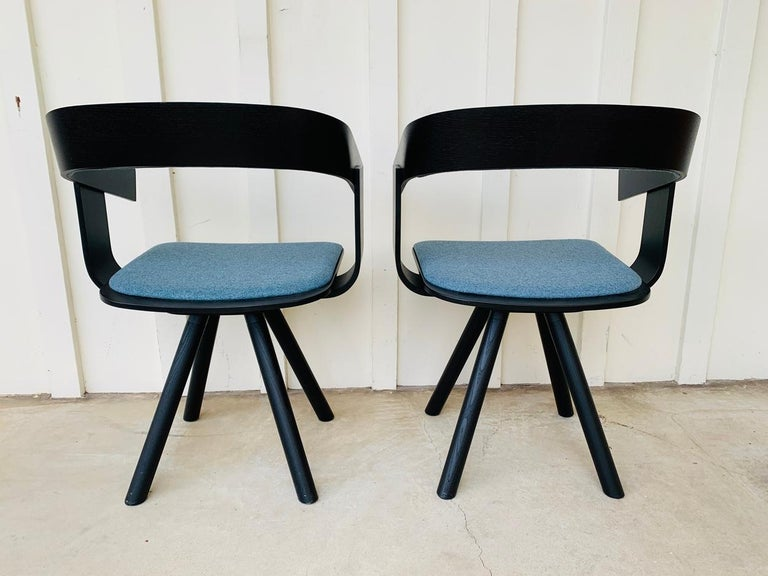Collection BuzziFloat Type Trestle-based chair with armrests Materials Fabric, wood Designers Alain Gilles  A minimal chair to maximize space.?  BuzziFloat is an intentionally simple design that blends into its surroundings.? This