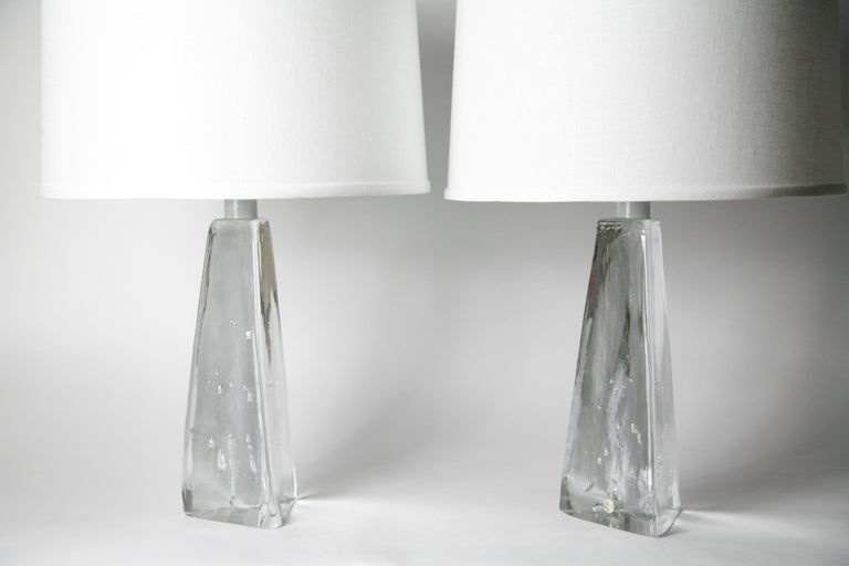 Pair of Triangular Solid Clear Aneta Lamps, Sweden, 1980 For Sale 2