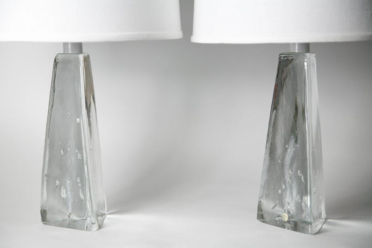 Pair of Triangular Solid Clear Aneta Lamps, Sweden, 1980 For Sale 3