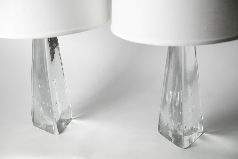 Pair of Triangular Solid Clear Aneta Lamps, Sweden, 1980 For Sale 4