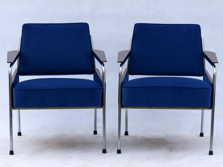Bauhaus Pair of Art Deco Tubular Steel  Armchairs , New Upholstery, circa 1930 For Sale