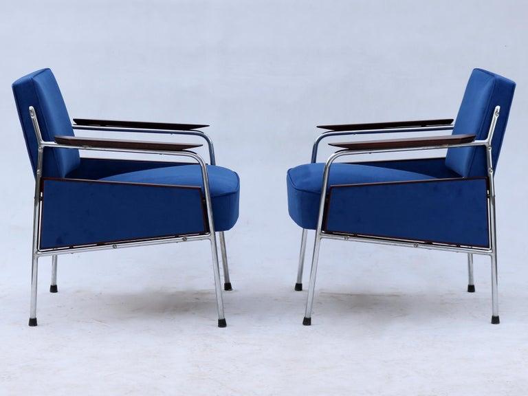 Czech Pair of Art Deco Tubular Steel  Armchairs , New Upholstery, circa 1930 For Sale