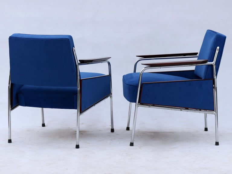 Mid-20th Century Pair of Art Deco Tubular Steel  Armchairs , New Upholstery, circa 1930 For Sale