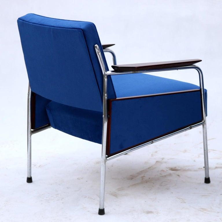 Chrome Pair of Art Deco Tubular Steel  Armchairs , New Upholstery, circa 1930 For Sale