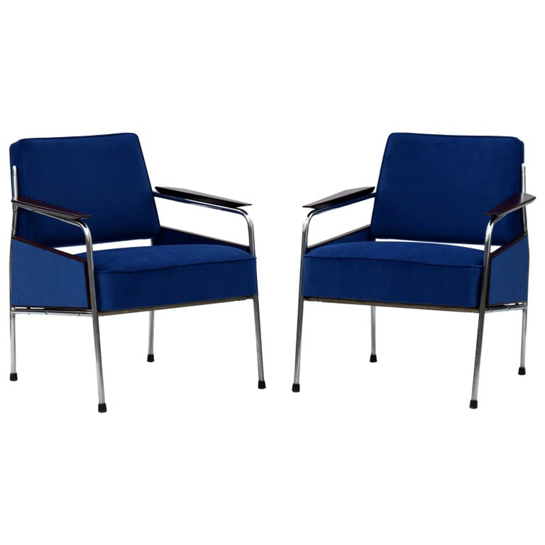 Pair of Art Deco Tubular Steel  Armchairs , New Upholstery, circa 1930 For Sale