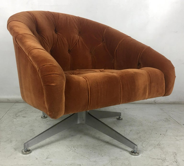 Mid-Century Modern Pair of Tufted Swivel Chairs by Ward Bennet for Lehigh Leopold For Sale