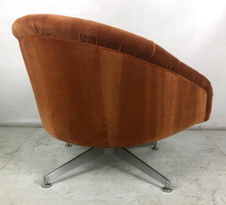 Pair of Tufted Swivel Chairs by Ward Bennet for Lehigh Leopold In Excellent Condition For Sale In San Leandro, CA