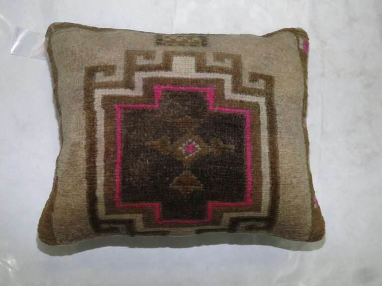 20th Century Pair of Turkish Rug Pillows with Pops of Bright Pink For Sale