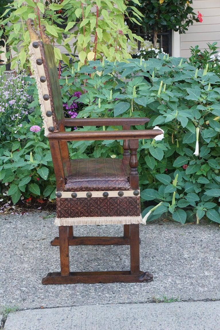 Italian Pair of Tuscan Renaissance Style Walnut Armchairs For Sale