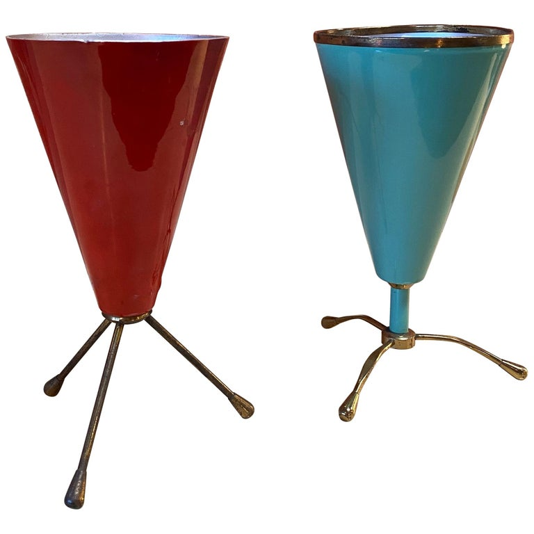 Pair of Two Rare Table Lamp in Brass and Lacquered Metal, Stilnovo, Italy, 1950s For Sale