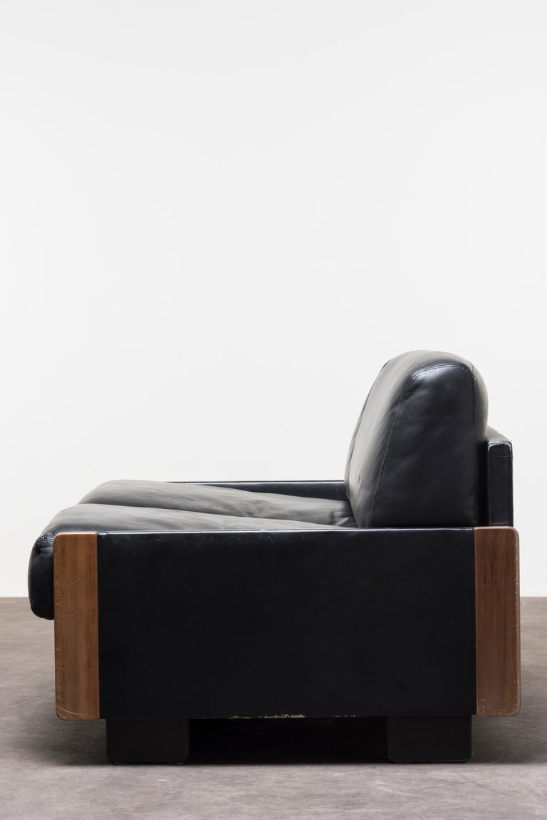 Pair of Two‐Seat Sofas Mod. 920 by Afra & Tobia Scarpa For Sale 5
