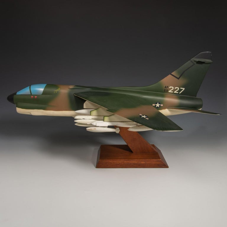Pair of United States Military A-7 Corsairs Model Aircrafts, circa 1970 In Good Condition For Sale In London, GB