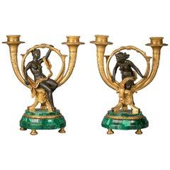 Paar ungewöhnliche Kandelaber aus vergoldeter Bronze und Malachit, um 1860
