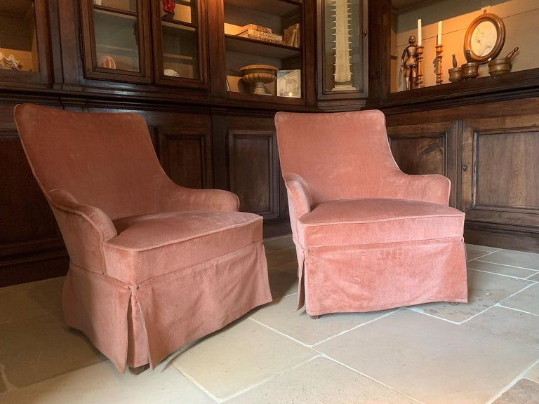 A pair of Spanish midcentury lounge chairs. This 'Crapeaud' or tub chair model is upholstered with soft pinkish brown velvet. The chairs are skillfully made with much eye for detail. A stained beech frame with elegant curves and proportions. Not too