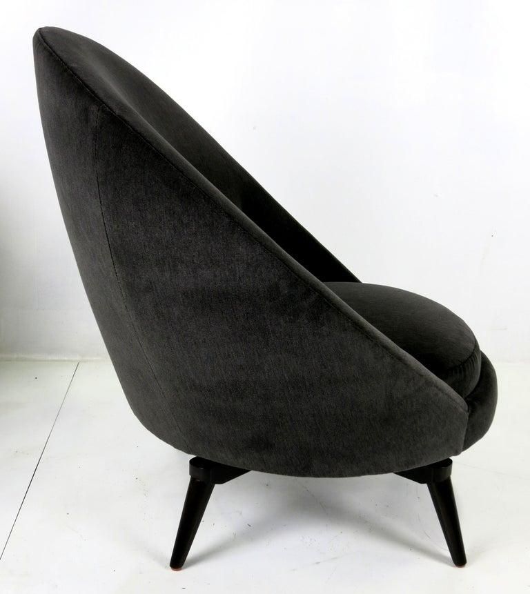 Mid-Century Modern Pair of Velvet Swivel Egg Chairs For Sale