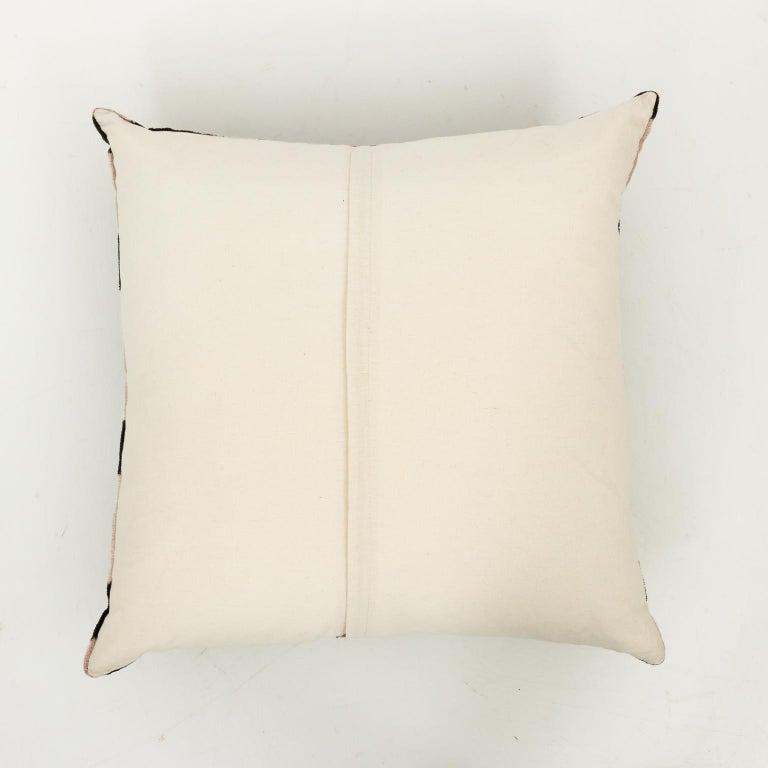 Pair of Velvet Throw Pillows For Sale 5