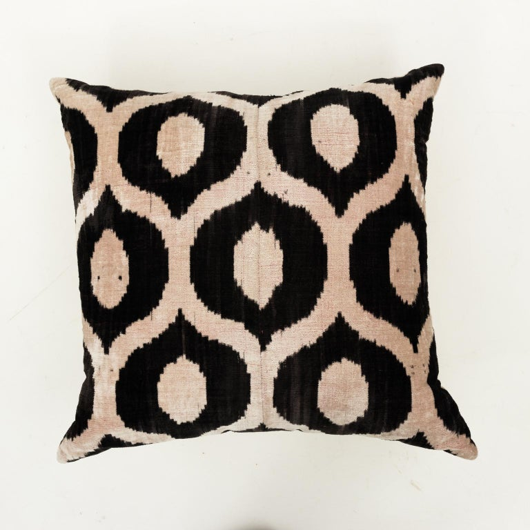 Pair of Velvet Throw Pillows For Sale 6