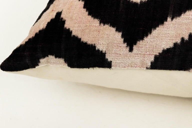 Pair of Velvet Throw Pillows For Sale 11