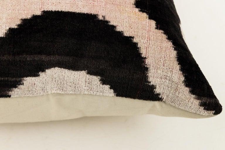 Pair of Velvet Throw Pillows For Sale 2