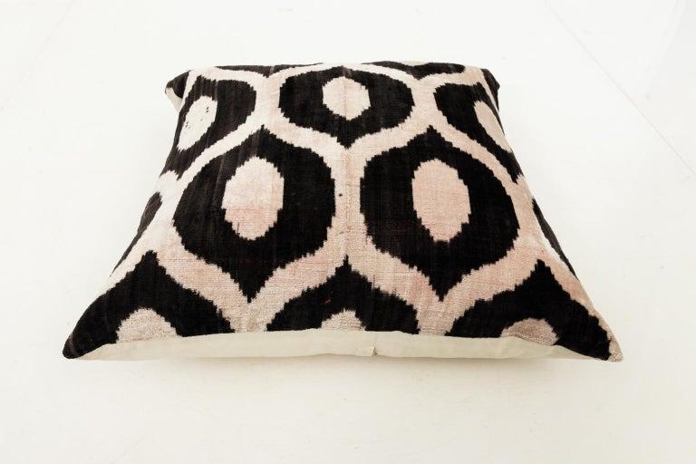 Pair of Velvet Throw Pillows For Sale 3