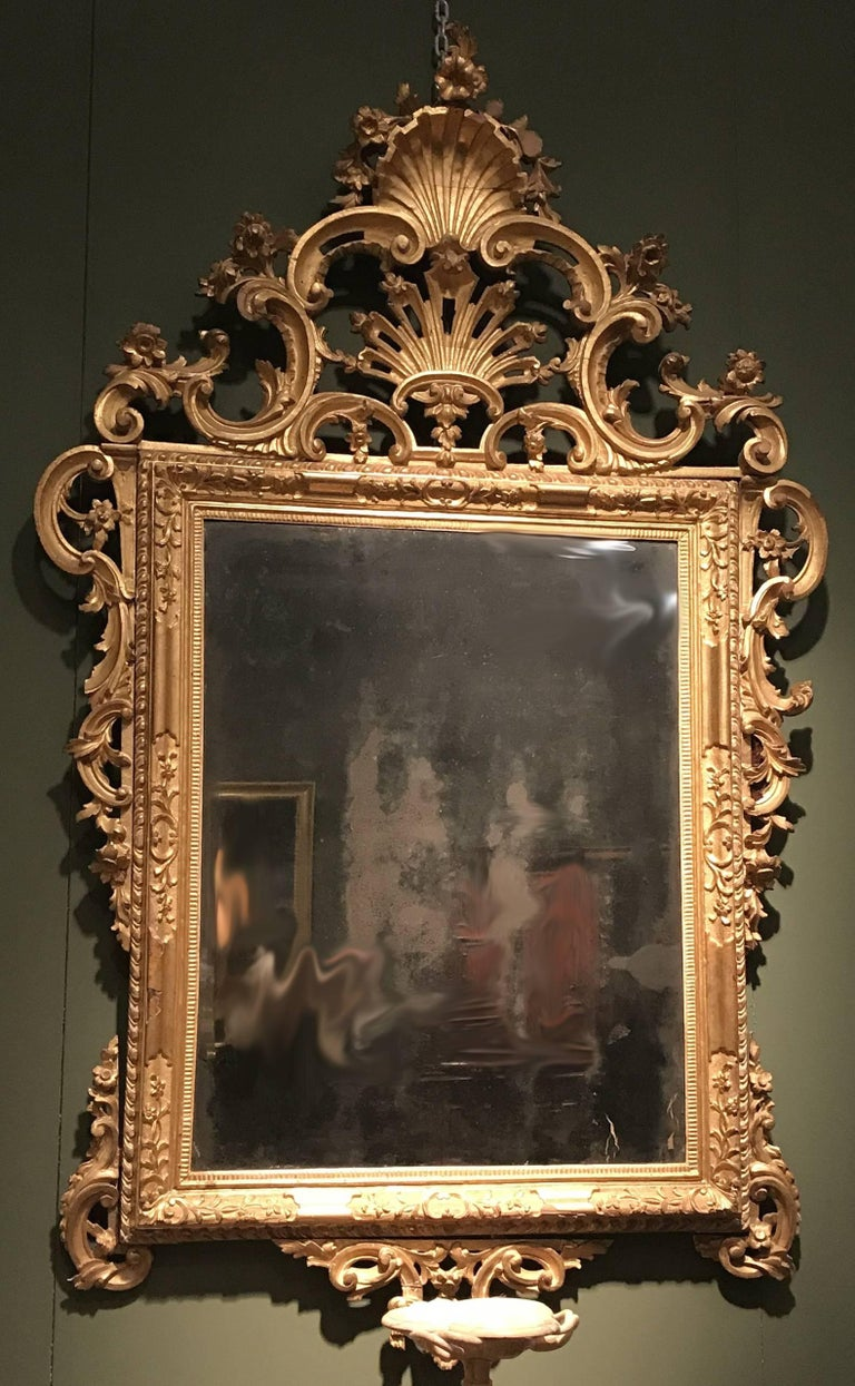 Italian Pair of Venetian Carved and Giltwood Mirrors, Italy, circa 1750 For Sale