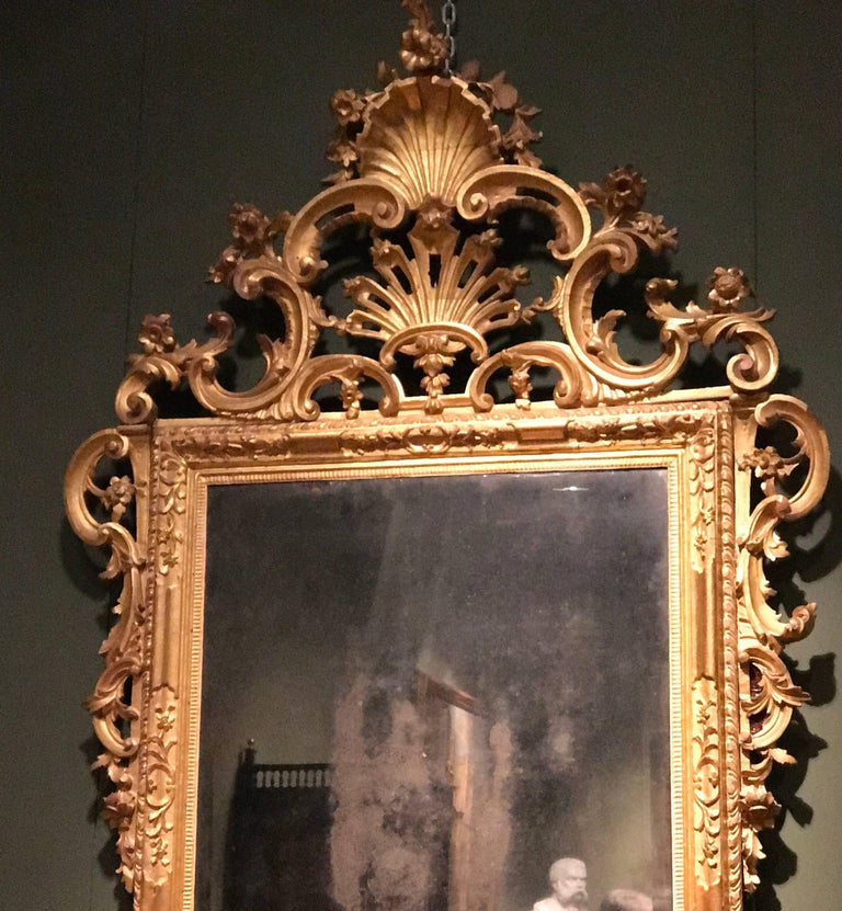 Pair of Venetian Carved and Giltwood Mirrors, Italy, circa 1750 In Good Condition For Sale In Rome, IT