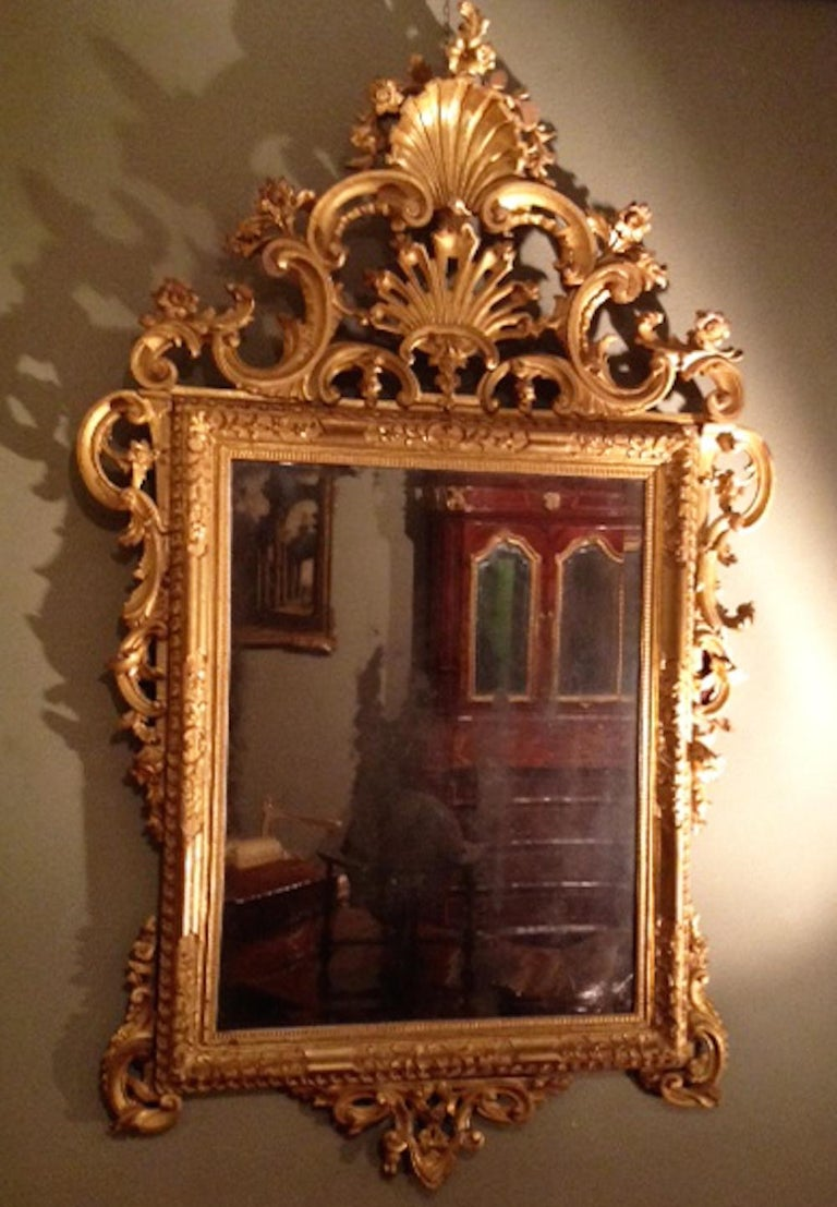 Pair of Venetian Carved and Giltwood Mirrors, Italy, circa 1750 For Sale 2