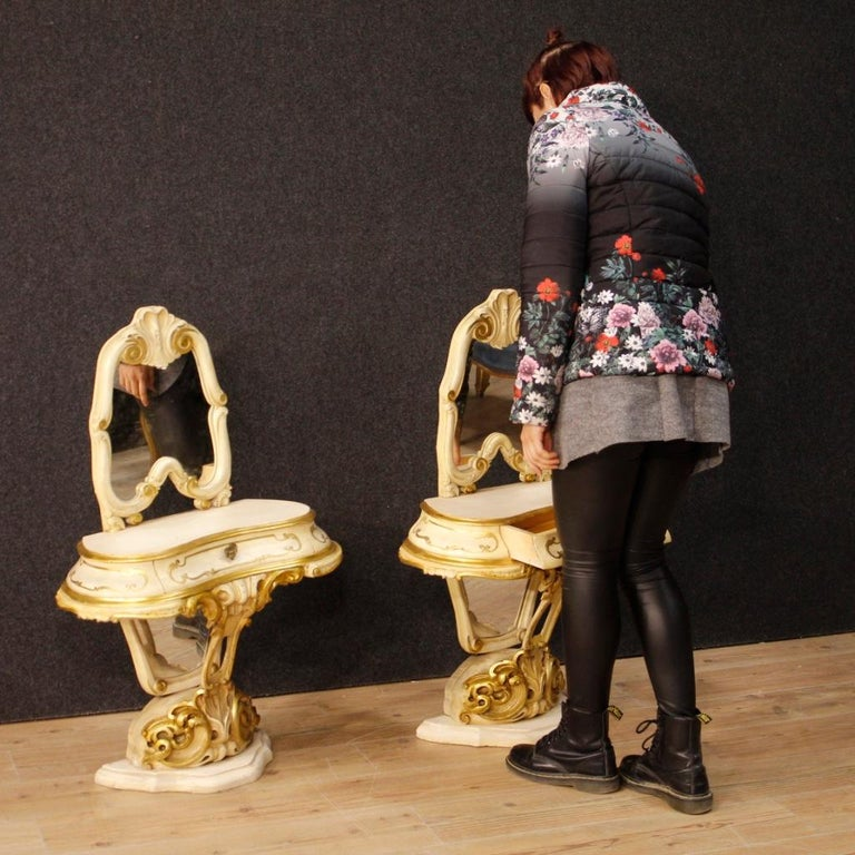 Pair of Venetian Lacquered and Gilded Bedside Tables with Mirrors For Sale 6