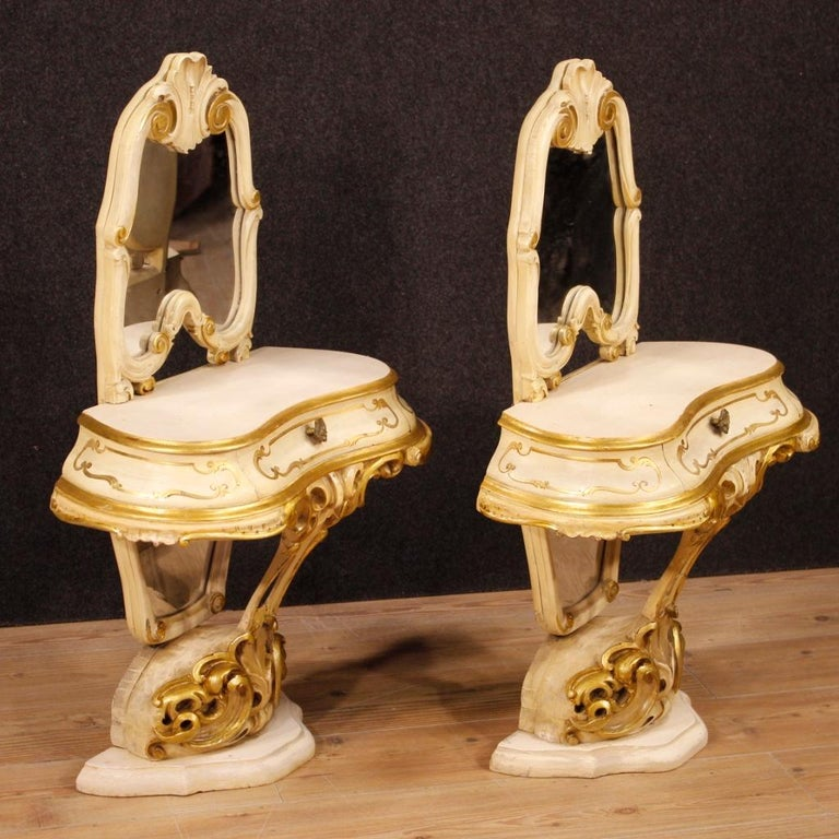 Pair of Venetian Lacquered and Gilded Bedside Tables with Mirrors For Sale 1