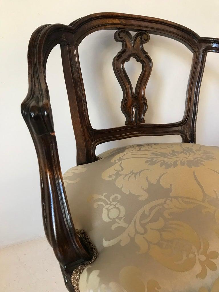 Italian Pair of Venetian Late 19th Century Rococo Style Walnut Armchairs For Sale